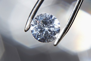 diamond-held-by-tweezer.jpg