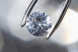 diamond-held-by-tweezer.jpg