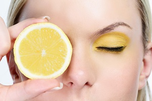 woman-with-sliced-lemon.jpg