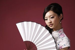 woman-with-chinese-folding-fan.jpg